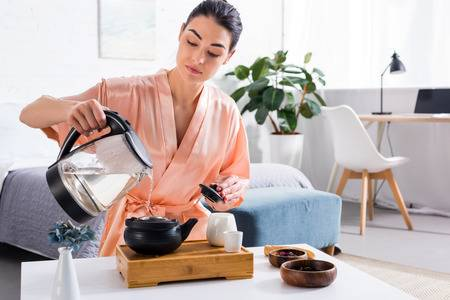 tea makin woman